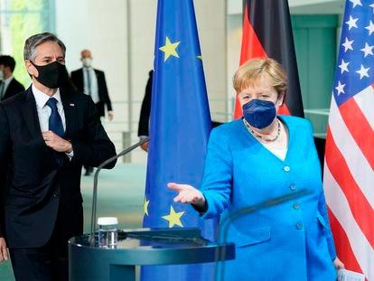 La canciller alemana, Angela Merkel, y el secretario de Estado de EE UU, Antony Blinken, a su llegada a la rueda de prensa conjunta en Berlín.