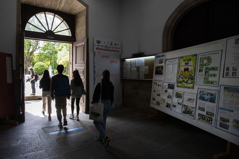 Alumnos del instituto Rosalia de Castro, en Santiago de Compostela.