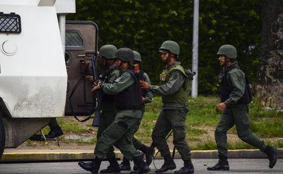 Miembros de la Guardia Nacional, el domingo en Valencia.