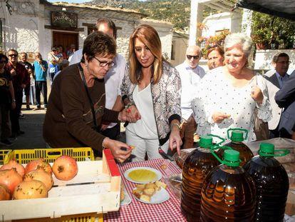 La presidenta de la Junta, Susana Díaz, visita en Pampaneira (Granada), la XXXII edición de la Feria de artesanía, turismo y agricultura ecológica de la Alpujarra.