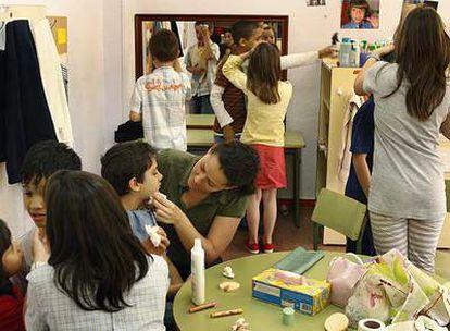 Algunos de los alumnos que participan en el taller de ópera que imparte el colegio Tierno Galván de Móstoles.