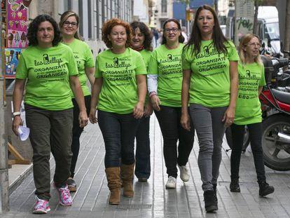 Algunas de las camareras de piso de de hotel asociadas en 'Las Kellys', esta mañana, en Barcelona