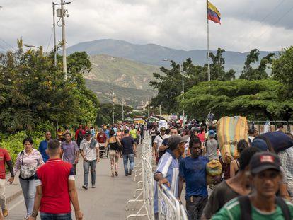 Migrantes venezolanos en la frontera con Colombia, en una imagen de archivo.