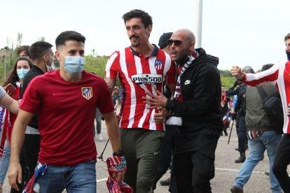 Stefan Savic celebrates with Atleti fans after the match.