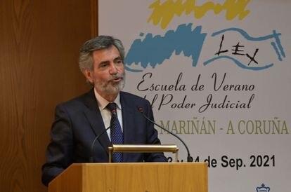 El presidente del Tribunal Supremo y del Consejo General del Poder Judicial (CGPJ), Carlos Lesmes, interviene en la inauguración de la XXIII edición de la Escuela de Verano del Poder Judicial, en el pazo de Mariñán (A Coruña), el 21 de septiembre.