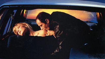 Elias Koteas y Deborah Kara Unger, en una escena de 'Crash'.