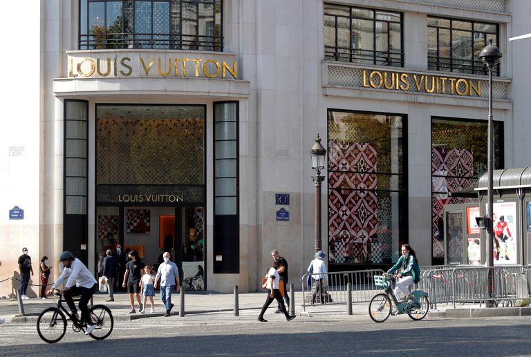 Una tienda de Louis Vuitton en los Campos Elíseos de París, el pasado día 18.