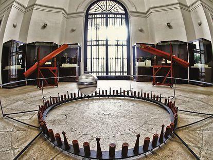El péndulo de Foucault del museo del Observatorio Astronómico de Madrid. / CLAUDIO ÁLVAREZ