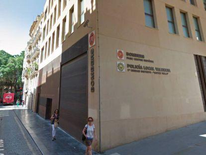 Sede de la policía local y los bomberos en el barrio de El Carme de Valencia.