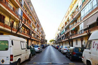 Aspecto de una calle del barrio de Orba en la actualidad, entre los bloques lineales de los años sesenta.
