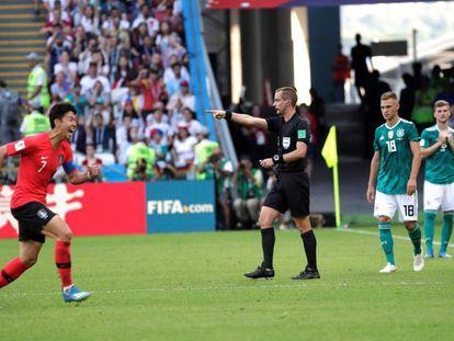 Son celebra el primer gol de Corea ante Alemania.