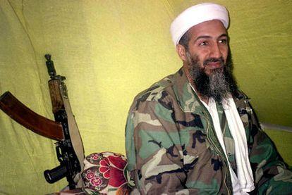 El líder de Al Qaeda, Osama Bin Laden, durante una entrevista en 1998 con un grupo de periodistas en las montañas del sur de Afganistán.