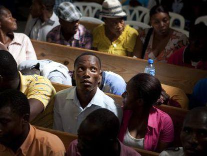 Haitianos en Santo domingo regularizando papeles migratorios