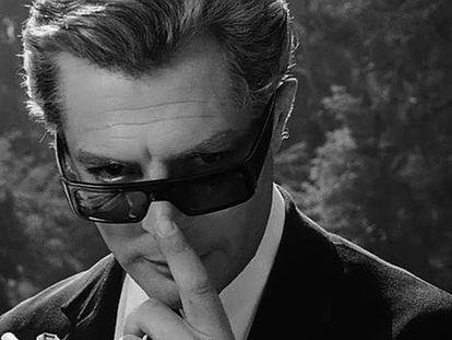 El actor Marcello Mastroianni en la película '8 1/2', del director de cine italiano Federico Fellini.