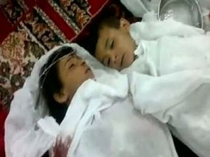 Captura de un vídeo que, según la oposición, muestra a dos víctimas de la matanza de Al Qubeir.