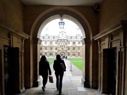 Una de las puertas de acceso a la Universidad de Cambridge.