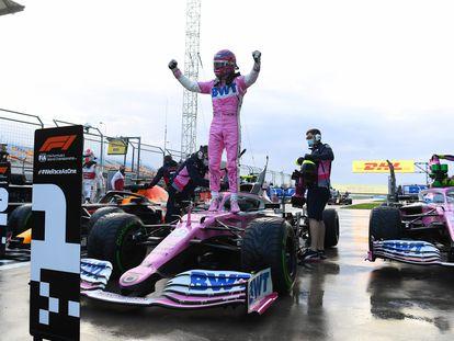 El piloto canadiense Lance Stroll celebra la pole conseguida este sábado en Turquía.