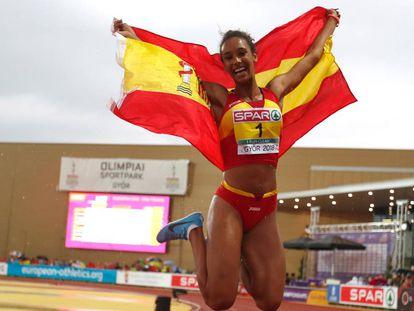 María Vicente, tras ganar el heptatlón en los Europeos sub-18.