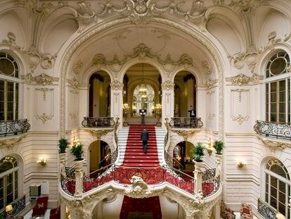 Escalinata del interior del Casino de Madrid, situado en la calle de Alcalá.