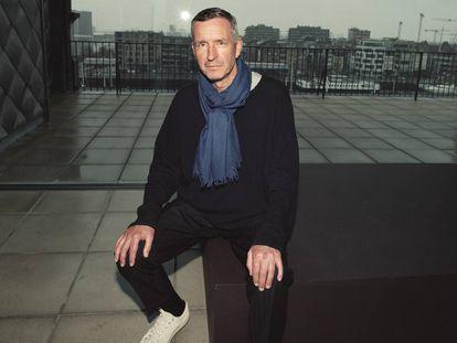 El diseñador, fotografiado en la sede de su marca, en Amberes, en exclusiva para ICON.