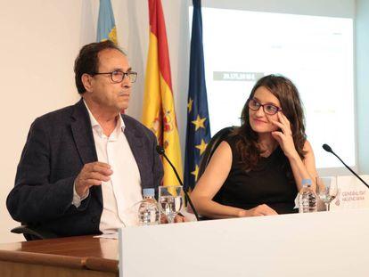 El consejero de Hacienda, Vicent Soler, y la vicepresidenta del Consell, Mònica Oltra, tras el pleno del Ejecutivo.