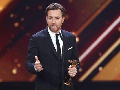 Ewan McGregor durante la recogida del galardón al mejor actor internacional en los premios Golden Camera, celebrados el 22 de febrero en Hamburgo.