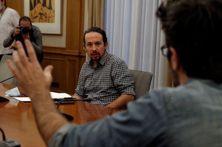 El vicepresidente segundo del Gobierno, Pablo Iglesias, durante un encuentro con representantes de los sindicatos de inquilinos, la pasada semana en Madrid.