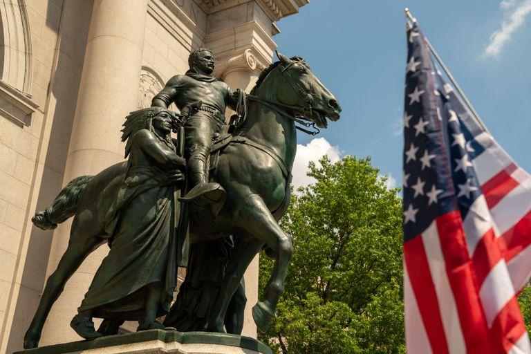 La statue du président Theodore Roosevelt au New York Natural History Museum.