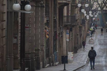 La calle de Ferran, una de las más afectadas por el cierre de tiendas y restauración, en octubre pasado.