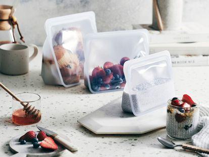 Las bolsas reutilizables de silicona Stasher han declarado la guerra a los envases de plástico de usar y tirar.