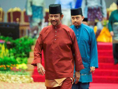 En vídeo, manifestación frente a la vivienda que el sultán tiene en Londres. En foto, El sultán de Brunéi, Hassanal Bolkiah.