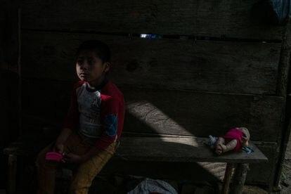 Uno de los hijos de Mario Manuel López Flores en Chilón, Chiapas.