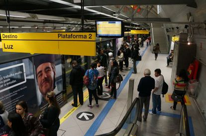 Andén en una estación del metro de São Paulo.
