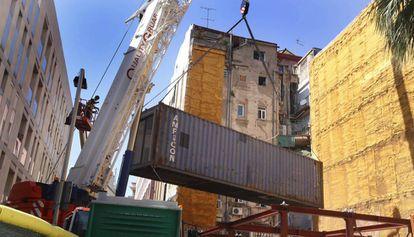 El primero de los contenedores colocados en Nou de Sant Francesc