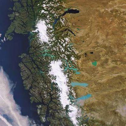 Imagen de la Patagonia argentina y chilena, con el Campo de Hielo y el parque Los Glaciares.