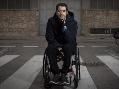 Alberto Aláiz, que quedó tetrapléjico tras sufrir un placaje durante un partido en 2015 y cobró 12.000 euros, logra que el Parlamento trate la actualización de los baremos del seguro deportivo