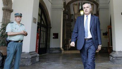 El exconsejero Rafael Blasco a su salida esta mañana del TSJ valenciano.