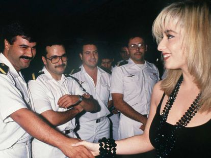 El ministerio de Defensa invirtió 10 millones de pesetas en 1990 (equivalente a unos 100.000 euros en 2019) para hacer posible el concierto de Marta Sánchez, entonces líder de Olé Olé, frente a las tropas españolas en Abu Dhabi durante el conflicto del golfo Pérsico 1990.