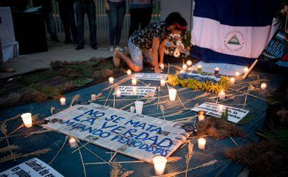 Altar en Managua en honor al periodista Ángel Gahona.