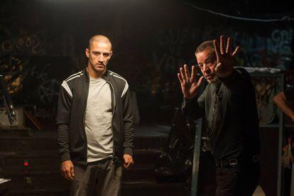 Carlos Librado y Enrique Urbizu, durante el rodaje de la segunda temporada de 'Gigantes'.