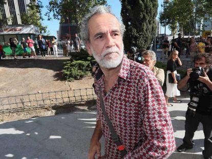 Willy Toledo, hoy tras salir de los juzgados de Plaza de Castilla / En vídeo, declaraciones de Willy Toledo a El País tras su puesta en libertad