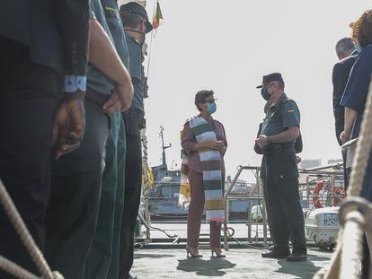 Arancha González Laya visita el Puerto de Dakar para conocer los medios de la Guardia Civil en la lucha contra la emigración clandestina, este domingo 22 de noviembre.