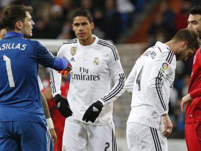 Momento en el que Ramos se retira lesionado contra el Sevilla.