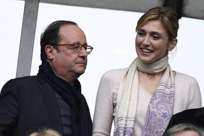 François Hollande y Julie Gayet el pasado sábado en el partido de rugby que enfrentó a Francia e Inglaterra en Saint-Denis.