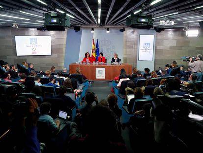 Rueda de prensa de presentación de los presupuestos con las ministras Montero (Hacienda), Celaá (Educación y portavoz) y Calviño (Economía).