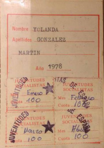 Carnet de militante de las Juventudes Socialistas de Yolanda González. Imagen del libro 'No te olvides de mí. Yolanda González, el crimen más brutal de la Transición' (Planeta).