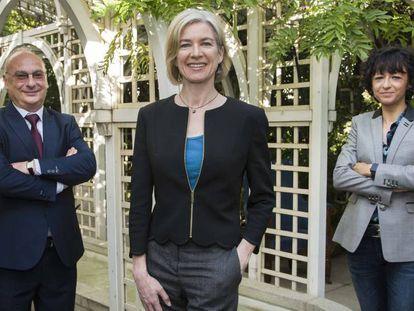 De izquierda a derecha, Francis Mojica, Jennifer Doudna y Emmanuelle Charpentier, en la sede de la Fundación BBVA