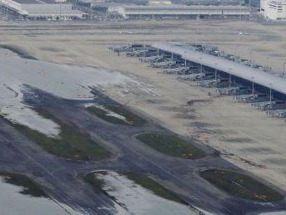 Evacuadas 5.000 personas que se habían quedado atrapados por las inundaciones en el aeropuerto de Kansai en Osaka