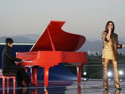 Laura Pausini, durante su interpretación de 'Io sì', en el Dolby Theater.