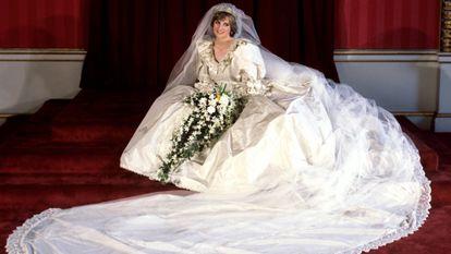 Diana de Gales en el día de su boda, el 29 de julio de 1981, en un retrato tomado en el palacio de Buckingham vestida de novia.